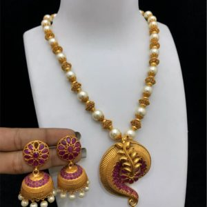 Beautiful pendant set design